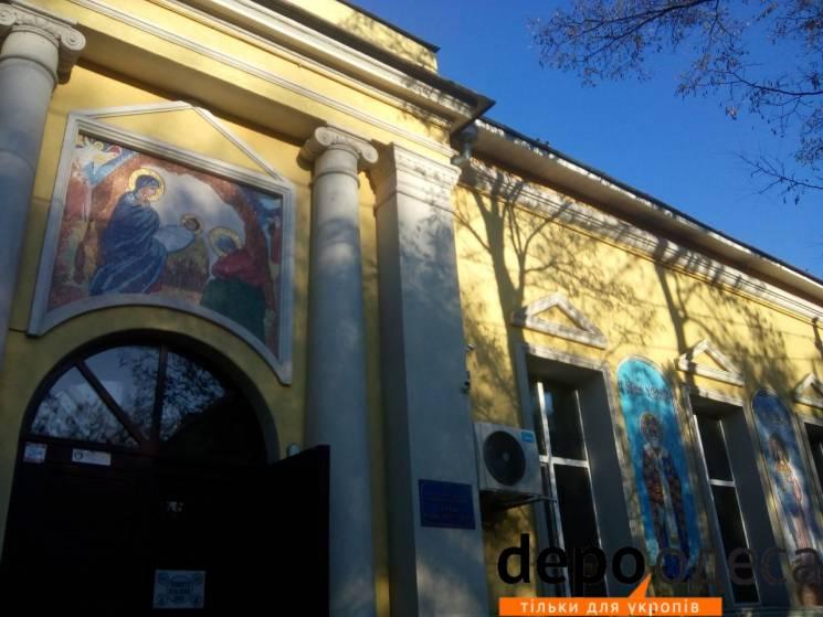 Ікони Небесної сотні та хрести з гільз: Чим живуть храми Київського патріархату в Одесі (ФОТО)