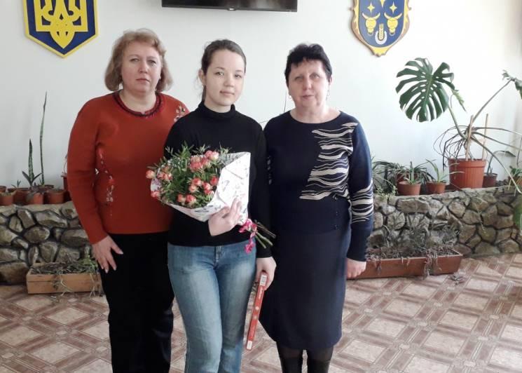 Запорізька школярка отримала від президента стипендію за успіхи у вивченні української (ФОТО)