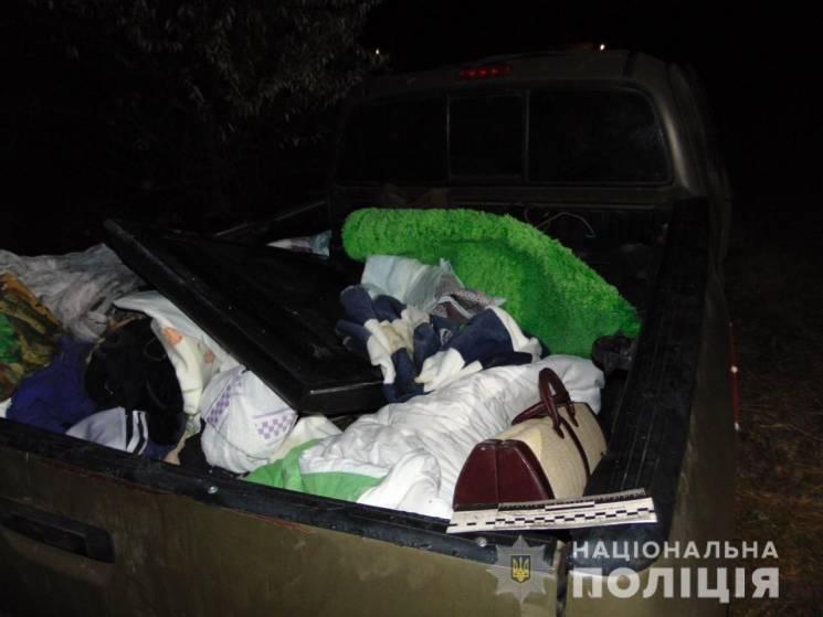 Нетверезе подружжя обікрало будинок депутата Миколаївської міськради та розбило його автівку (ФОТО)