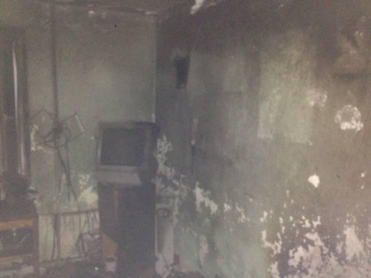 У Мукачеві під час пожежі в гуртожитку постраждав чоловік, 30 людей евакуйовано (ФОТО)