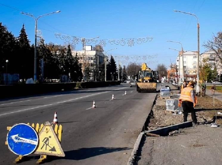 У центрі Павлограда викопають сакури заради автобусної зупинки (ФОТО)