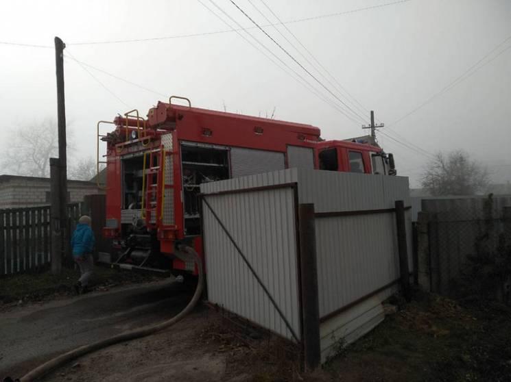 На Полтавщині бійці ДСНС п'ять годин гасили пожежу у приватному домоволодінні (ФОТО)