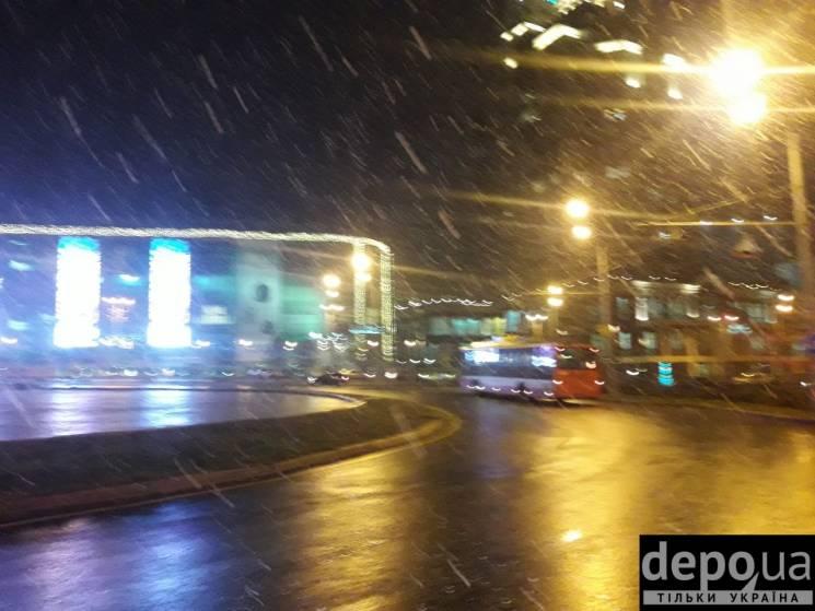 До Одеси посеред листопада завітала зима: У місті пішов сніг (ФОТО, ВІДЕО)