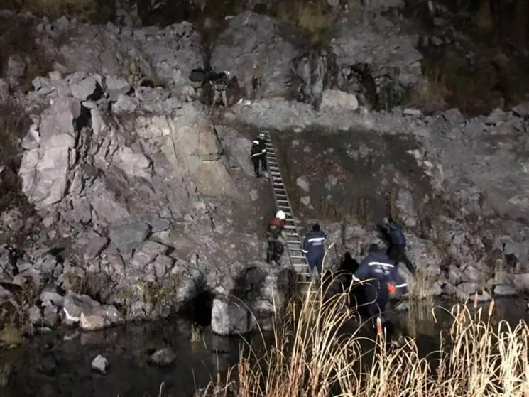 На Полтавщині рятувальники витягли підлітка зі 150-метрового кар'єру (ФОТО)
