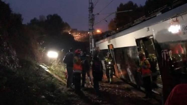 В Іспанії потяг злетів з рейок: Є жертви, десятки поранених (ФОТО, ВІДЕО)