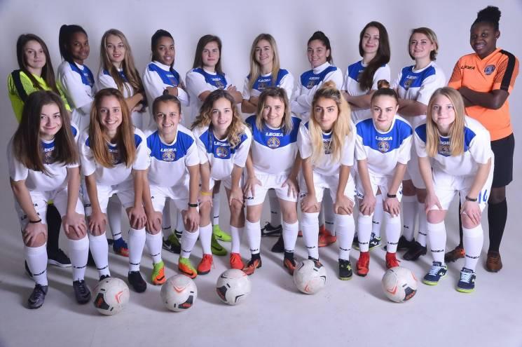 Футболістки команди Вищої ліги завершили футбольний рік привабливою фотосесією (ФОТО)