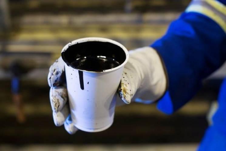Ціна на нафту обвалилася: Brent гепнувся відразу на 5%