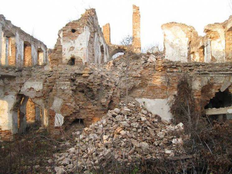 На Хмельниччині руйнується архітектурна пам'ятка національного значення (ФОТО)