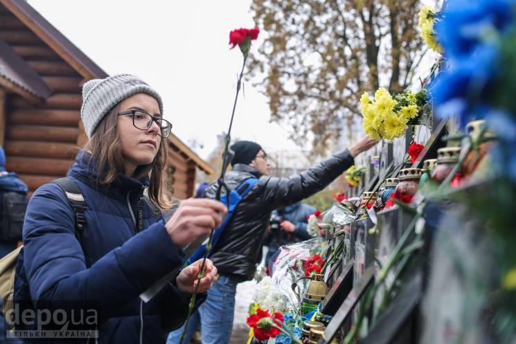 """Відео дня: Річниця початку Євромайдану і бійки """"євробляхерів"""""""