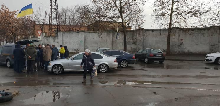 """У Миколаєві""""евробляхери"""" блокують вантажівки із зерном (ФОТО)"""