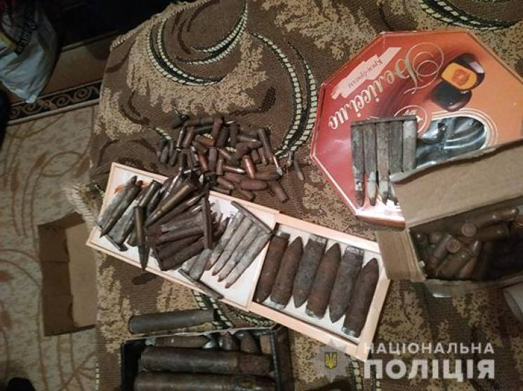 На Миколаївщині пенсіонер зберігав колекцію зброї у своєму гаражі (ФОТО)