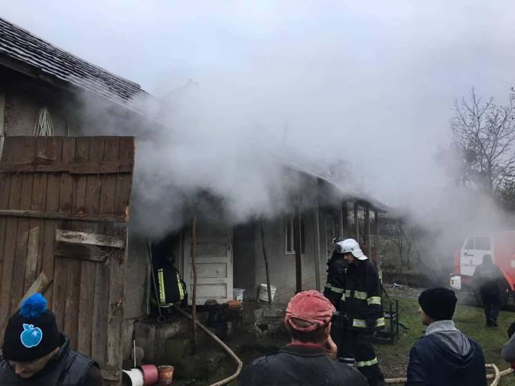На Свалявщині під час пожежі загинуло дв…