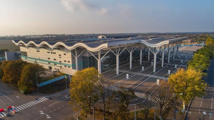Одеський аеропорт працює у штатному режимі попри оголошений воєнний стан