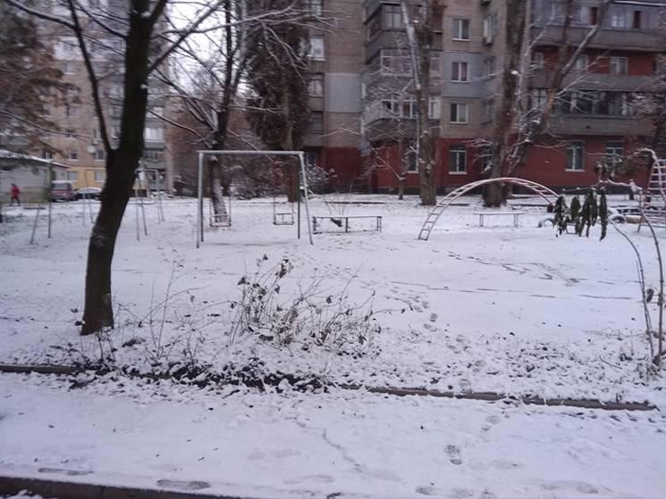 Дніпро знову засипало снігом…