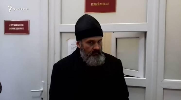 В окупованій Керчі другий день не пускають в лікарню до українських моряків священика УПЦ КП (ВІДЕО)