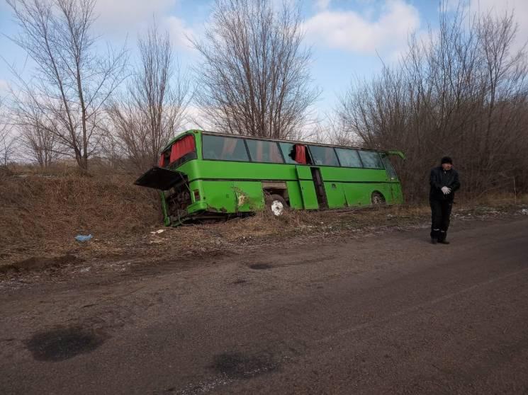 На Дніпропетровщині автобус вилетів з тр…