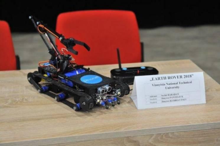 """Вінницькі студенти здобули """"срібло"""", керуючи роботом """"Скорпіоном"""" (ФОТО)"""