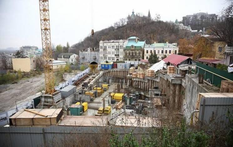 Забрали землю: Київрада врятувала Андріївський узвіз від 30-мeтрового готeлю