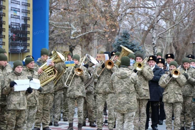 У Миколаєві підтримали українських військових бадьорим флешмобом (ФОТО)