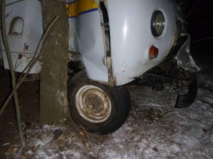 """На Сумщині """"УАЗ"""" перекинувся у кювет, водія госпіталізували в тяжкому стані (ФОТО)"""