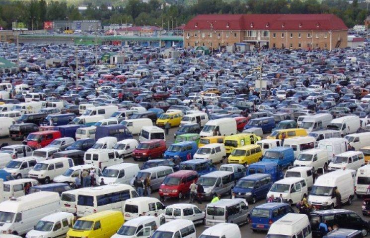 Столичный авторынок заполонили краденые авто с Донбасса