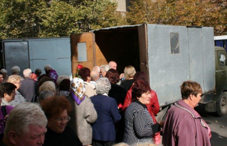 В Николаеве пожилых избирателей подкупали гречкой и макаронами