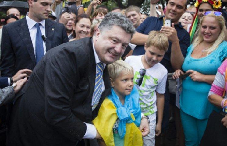Большинство украинцев доверяют армии и Порошенко - опрос
