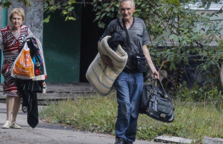 Яценюк озвучив кількість офіційних переселенців із зони АТО