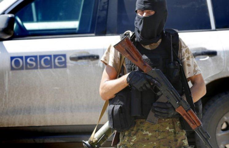 Главари боевиков гоняют по Донбассу на авто с символикой ОБСЕ - Тымчук