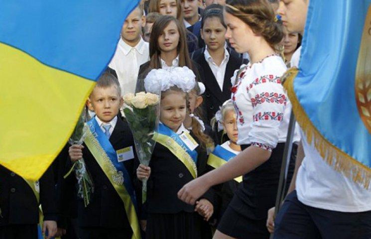 У звільненому Донбасі школярів за букварем вчать любити Росію