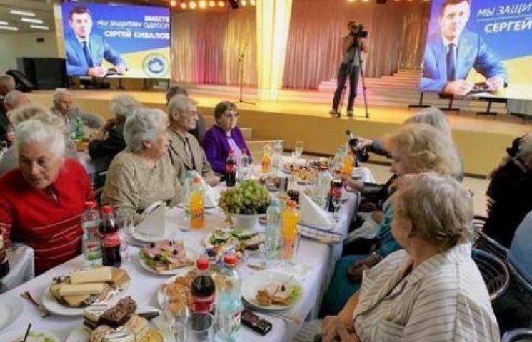 ФОТО ДНЯ: «Підрахуй» в Одесі споює бабусь