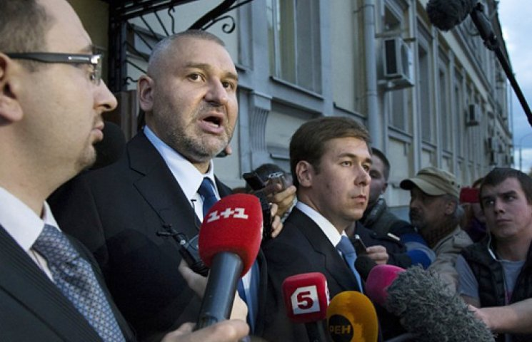 Защита не может встретиться с Савченко и боится, что ее накачают медикаментами