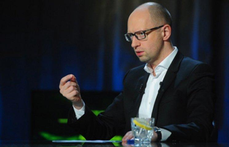 Яценюк запевняє, що люстрація дістане чиновників вже 1 листопада