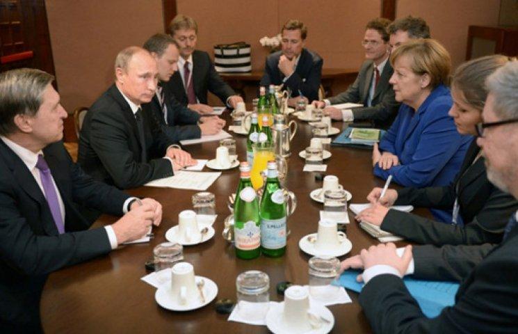 Путін ледь прорвався до Меркель. Його, як школяра, покарали за спізнення