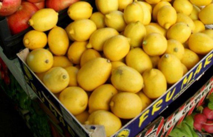 Через постійні грабежі в Луганську лимони продають по 10 гривень за штуку