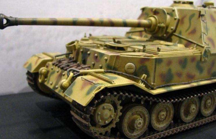 Новая уловка Кремля: с Донбасса выводят не войска, а макеты бронетехники