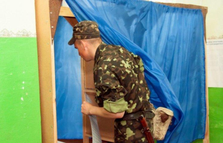 На Донбассе военные на голосование ходят по очереди