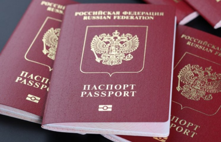 ФМС начал выдавать крымчанам загранпаспорта, дающие право на шенген