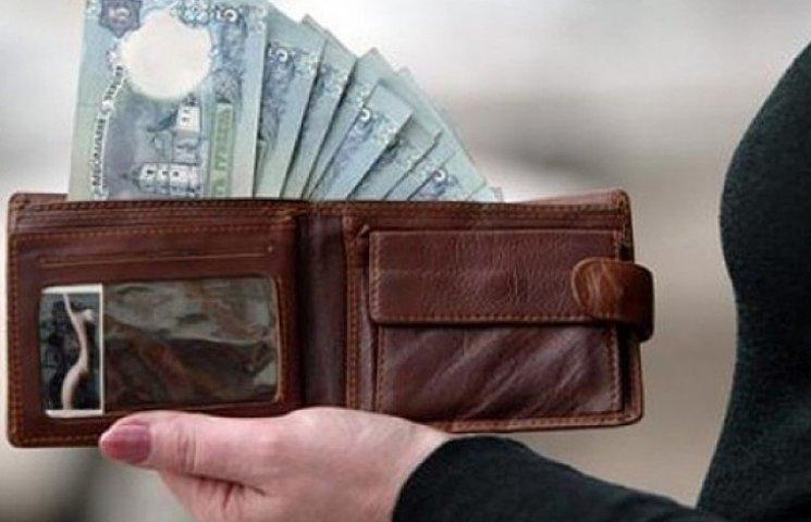 Украинцы стали зарабатывать в среднем на 111 грн больше