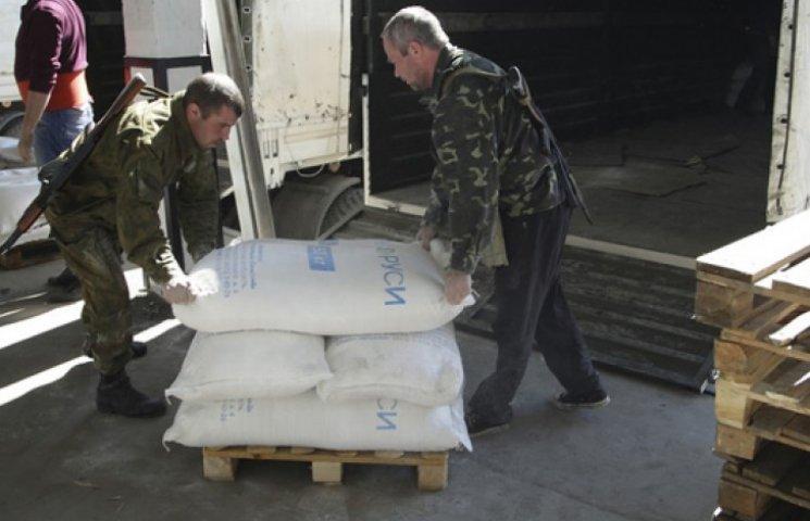 Терористи хочуть заманити людей на «вибори» гуманітарним вантажем з РФ