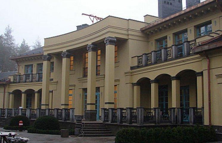 Суд повернув державі 1,4 га під Києвом, де шикував у особняках Сергій Клюєв