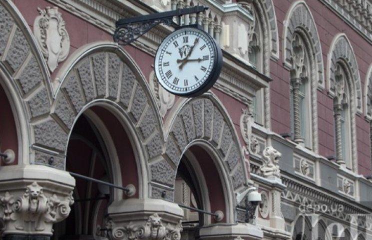 НБУ похвастался, что облегчил украинцам покупку валюты