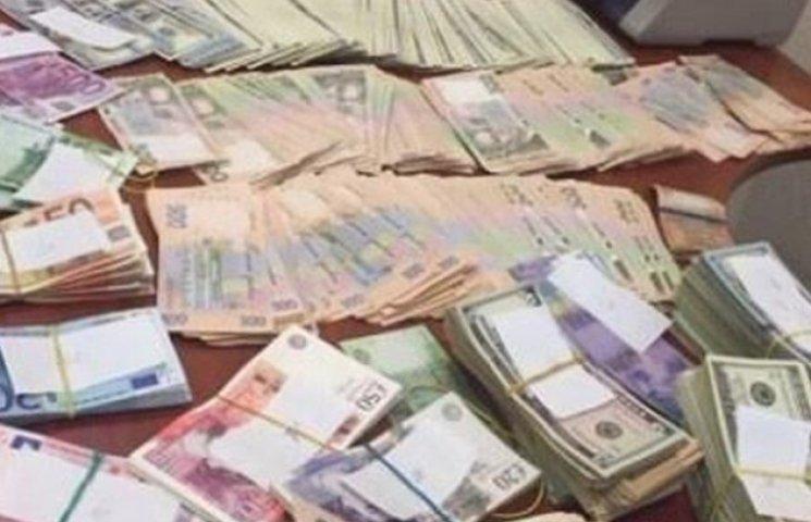 У Полтаві викрили незаконну діяльність екс-правоохоронців