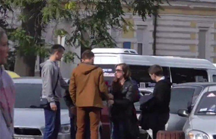 """Активісти """"застукали"""" проплачений мітинг """"антимайдану"""" в Одесі"""