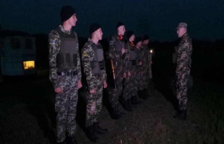 У Хмельницькому на полігоні курсанти-прикордонники вправлялися в стрільбі