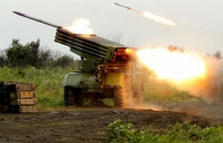 Бойовики ракетою поцілили в український опорний пункт, четверо поранених, - штаб АТО