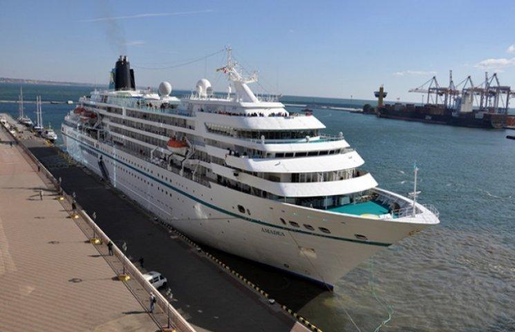 В порту Одеси пришвартувався 190-метровий лайнер