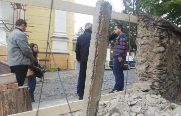 В Ужгороді впав 200-річний мур