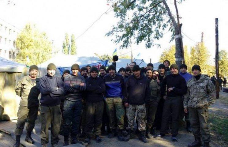 """Волонтери з Вінниці та Сіетла """"утеплили"""" нацгвардійців"""