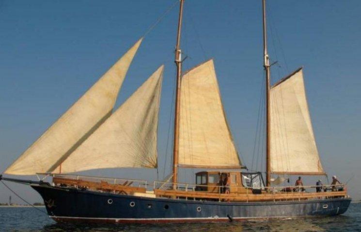 Шторм в Одесі знищив яхту